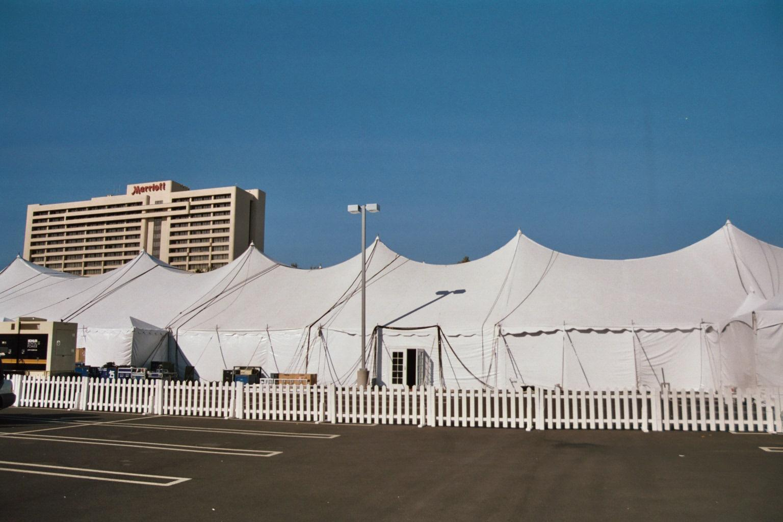 037 34A - Tenting