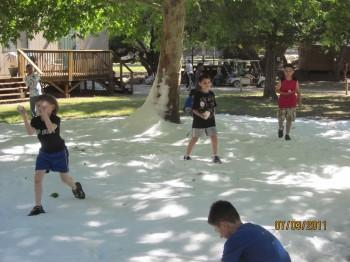 IMG 1005 350x262 - Snow Parties