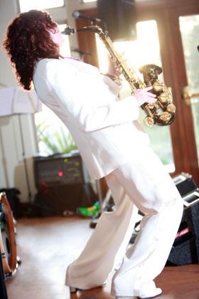 Jason 0865 280x420 - Saxophonist