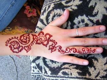 henarmhand 350x262 - Henna Tattoos